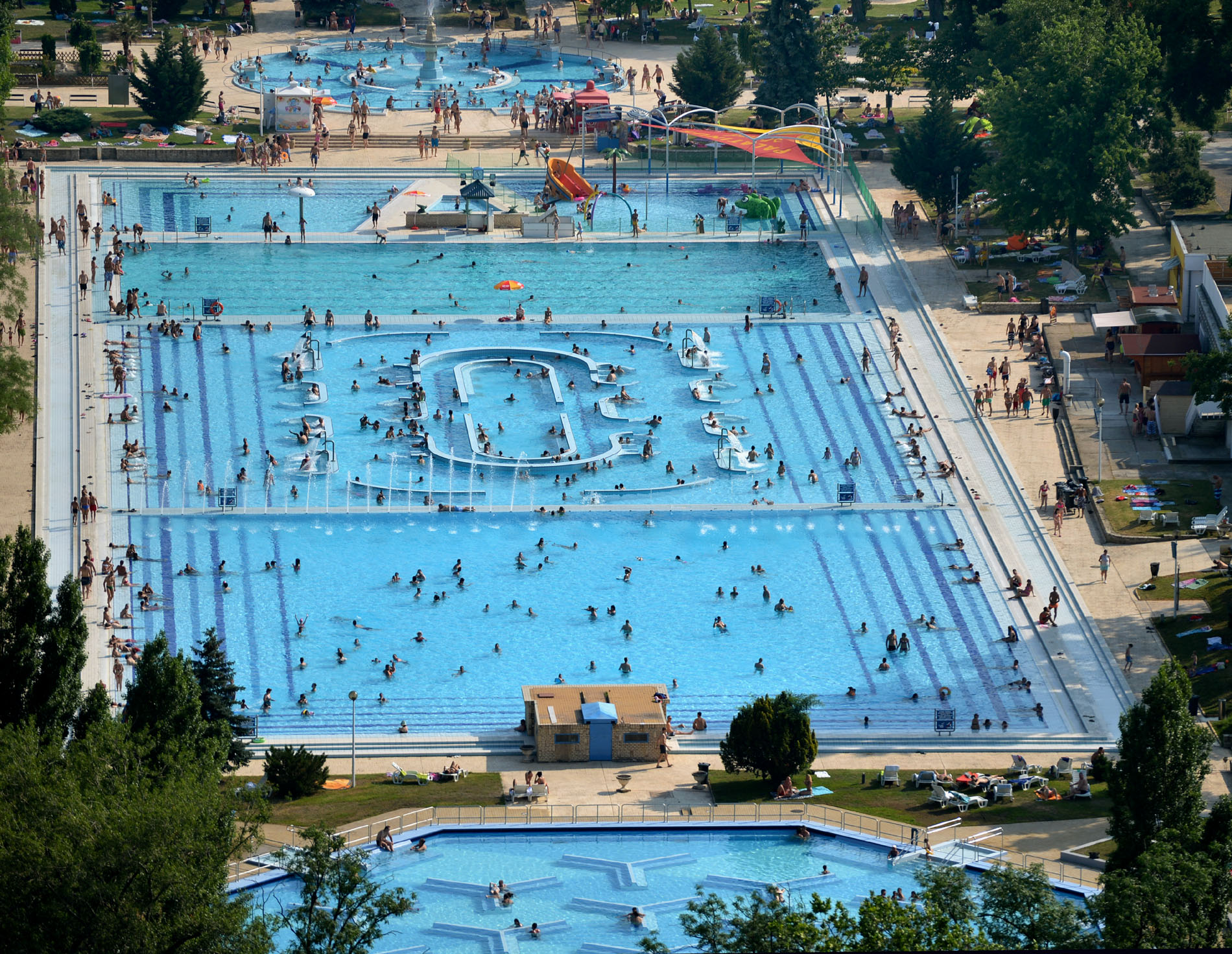 Budnews 4 top baths and pools in budapest - Margaret island budapest swimming pool ...